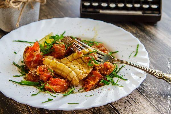 Кальмар, запеченный с помидорами