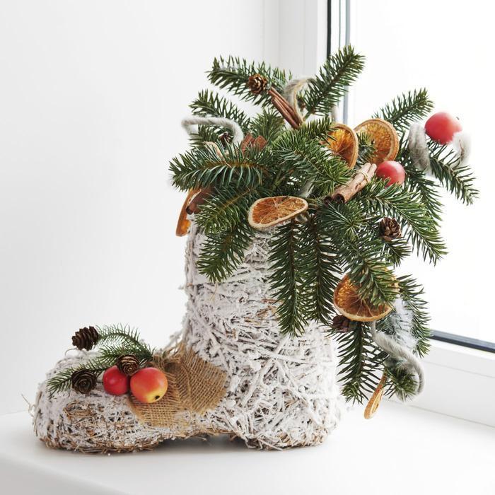 букет на новый год с фруктами и шишками